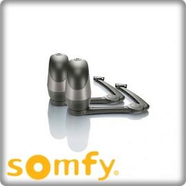 Installation de motorisation à bras pour portails battants-SOMFY